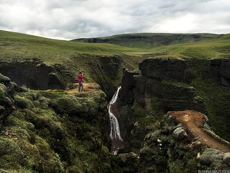 Anna Mazurek Iceland waterfall things you should always pack