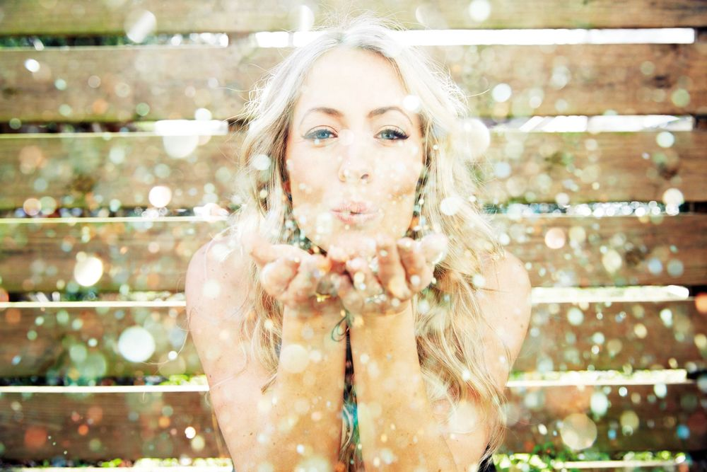 Glitter kisses! Bye for now, Beautiful!  xoxoxo  ~~Photo by Cheyenne Ellis