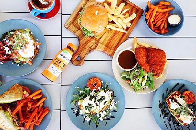 What Friday lunch spread should look like!  Head to @bellandanchorcoogee to get your Friday fix. 💛 📷: @bellandanchorcoogee