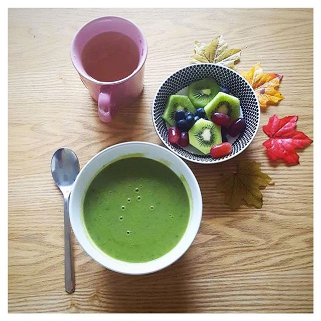 #Repost @mummy_charlie_weightloss ・・・ Today's lunch is broccoli, pea and pesto soup followed by a little fruit salad and a mug of vanilla & pineapple tea 👌 #weightlossblog #weightlossgoals #mumonamission #healthylifestyle #vegetarian #healthychoices #postpartumbody #postpartumweight