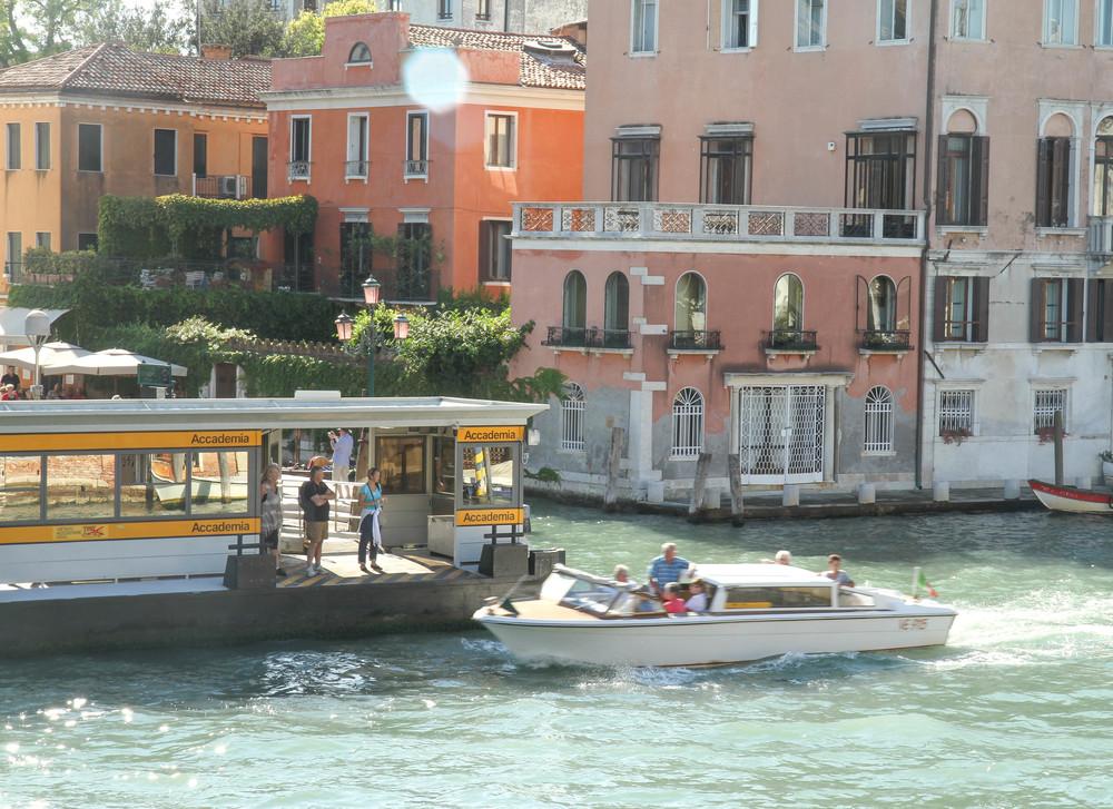 Dây là một trạm dỗ thuyền công cộng thường thấy ở Venice.