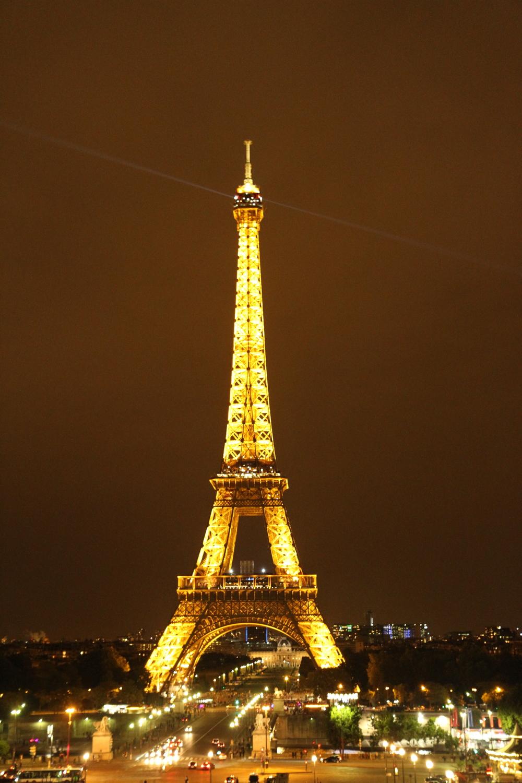 Tháp Eiffel về đêm (ngắm từ Jardins du Trocadéro)