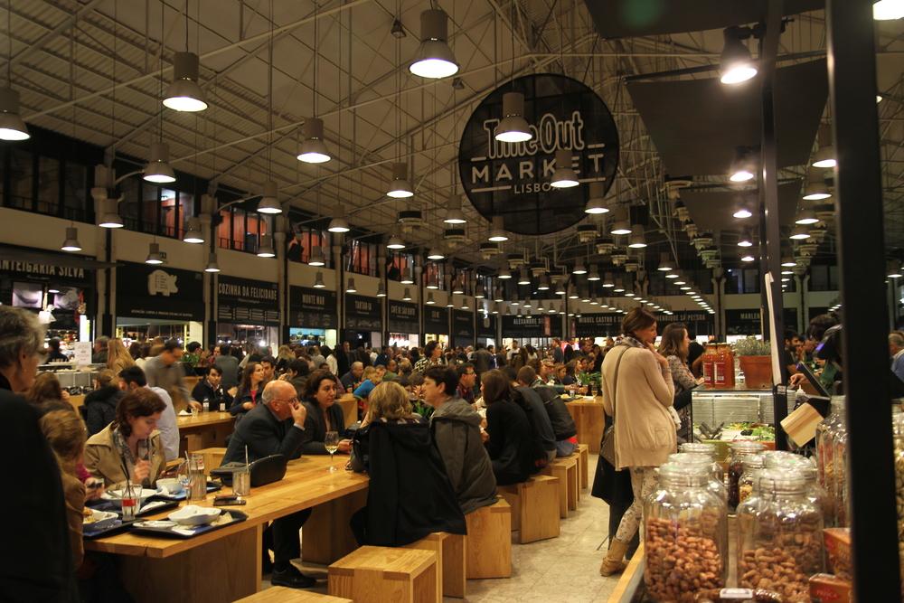 Mercado da Ribeira - một chợ ẩm thực lớn và nổi tiếng của Lisbon