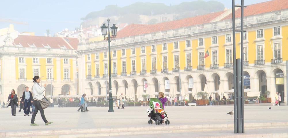Praça do Comércio (quảng trường lớn của Lisbon gần sông Tagus)