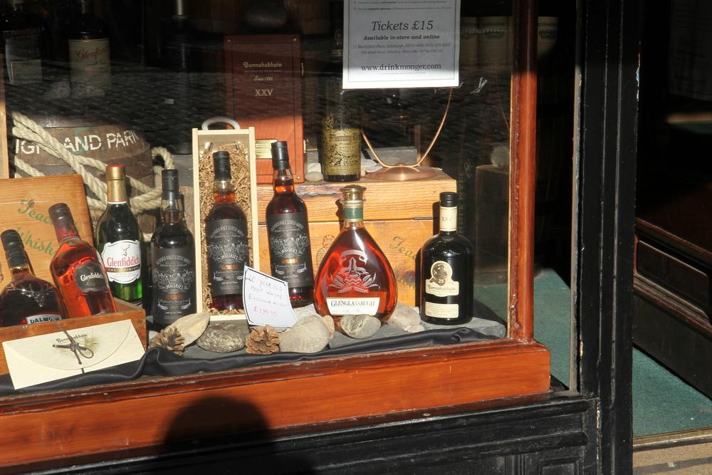 Rượu whisky - một loại rượu nổi tiếng và phổ biến ở Scotland