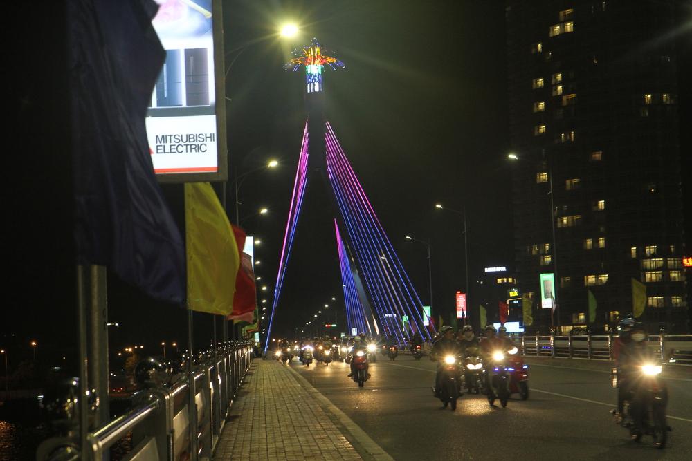 Trên cầu sông Hàn