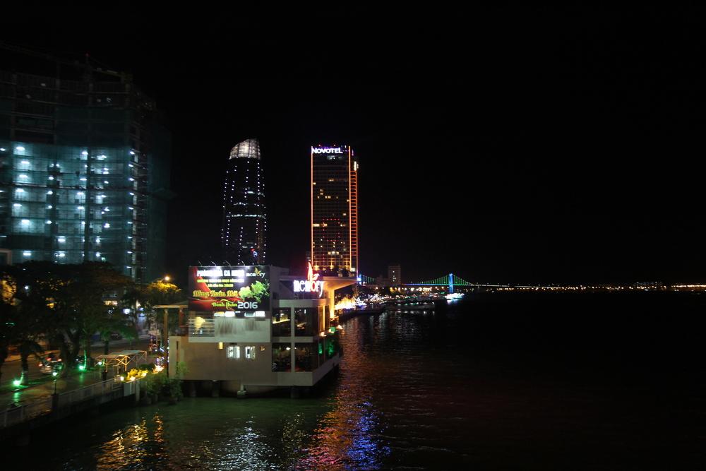 Khách sạn Novotel nhìn từ Cầu Sông Hàn