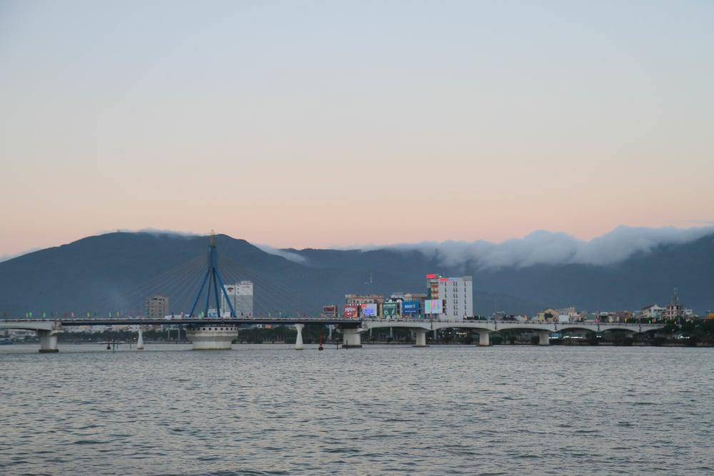 Cầu sông Hàn.jpg