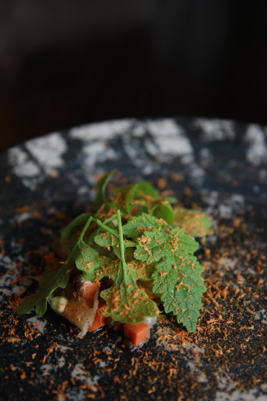 Scallop with chestnut (dried for 4 weeks to make it sweeter) (Sò điệp ăn cùng hạt dẻ đã được sấy khô trong 4 tuần)