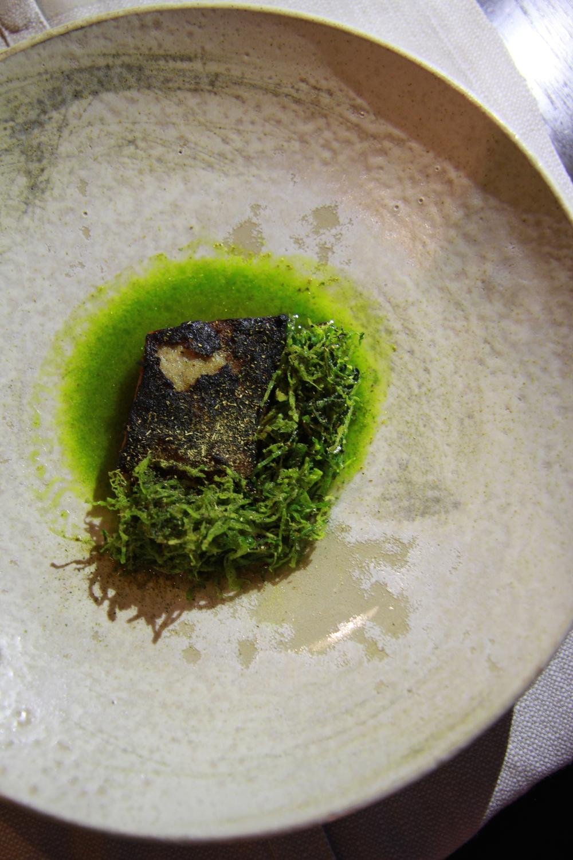 Grilled lamb breast with the glaze made with mushroom and dried fish, and the broth of lamb and mussel (Lườn cừu nướng với lớp trên làm từ nấm và cá khô, và nước dùng làm từ cừu và vẹm xanh)