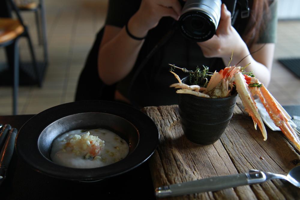 Norwegian lobster with baby leeks and ginger (Tôm hùm Nauy với tỏi tây và gừng)