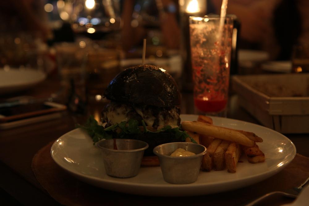 French Grill burger | Bánh burger đặc biệt French Grill (450.000 đồng)