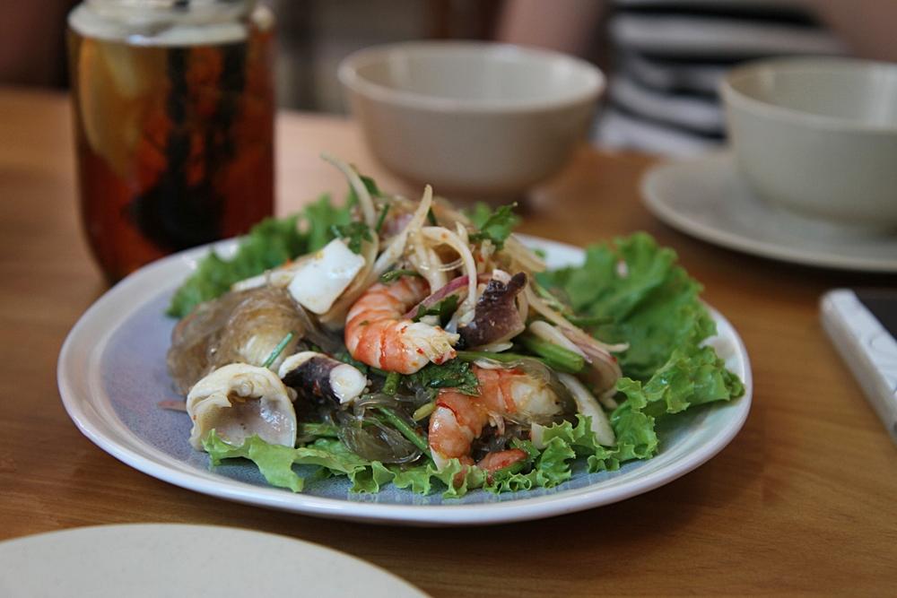 Salad miến tôm hải sản (109.000 đồng)
