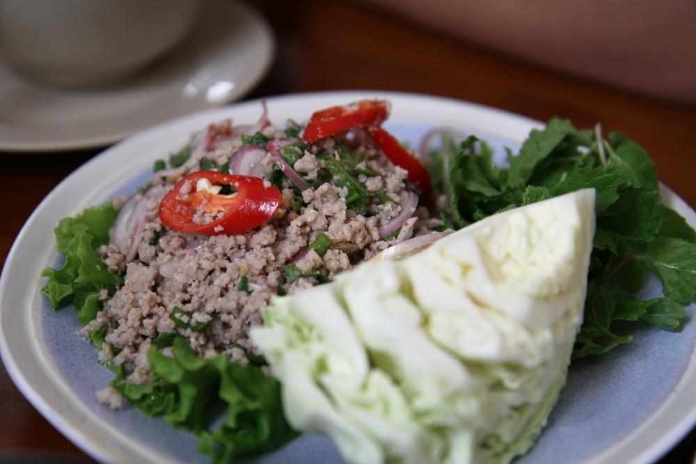 Lạp heo băm chua cay Thái (98.000 đồng)