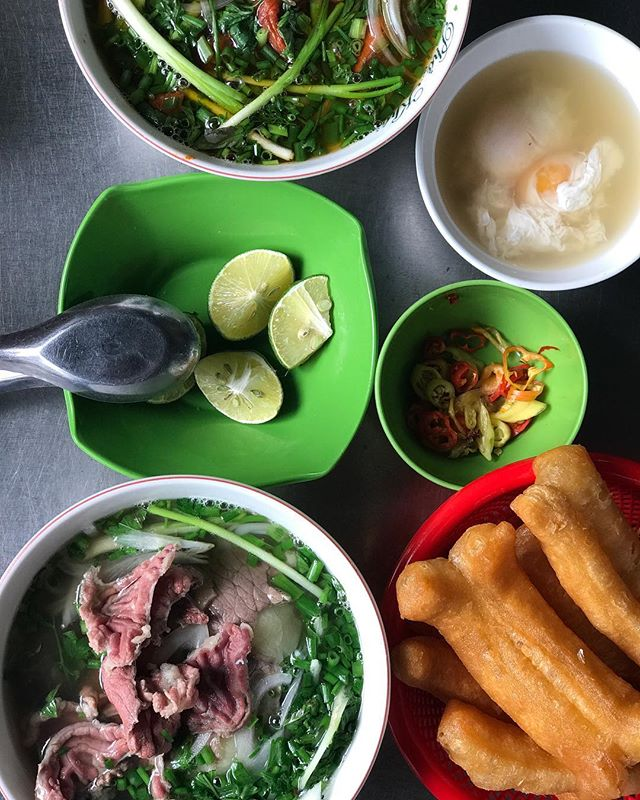 #phoholicinhanoi 🇻🇳 Fav bowl of beef phở: lõi bắp 🌸✨on a cool day in Hanoi. Can't ask for more . . 📍: 50C Hàng Vải Str., Hoàn Kiếm Dist., Hanoi, Vietnam // 🕰: morning to early dinner I think // 💰: 60,000VND/bowl . . #phoholic #phoholicfavorites #phoholichanoistreetfood #phobokhoihoi #phohanoi #foodyhanoi #hanoifoodie #beefphohanoi