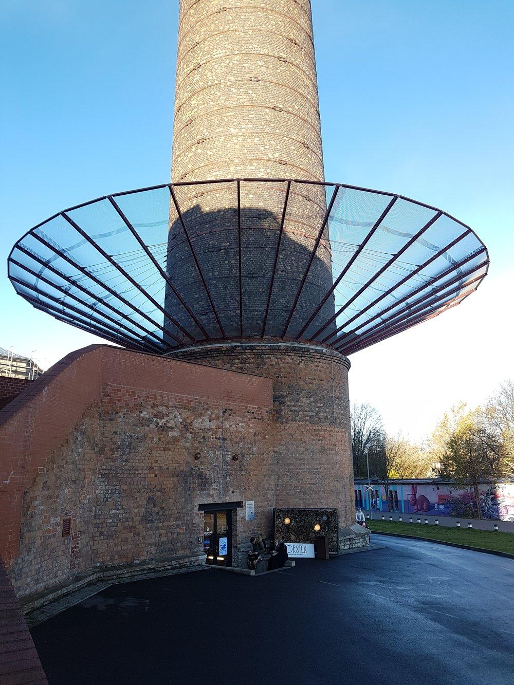 B sissepääs torni ehk katlakorstna all.