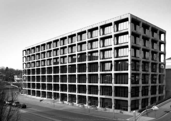 Plaza office building kc modern for Office design kansas city