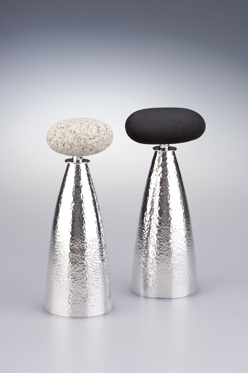 SALT AND PEPPER GRINDERS WITH STONE