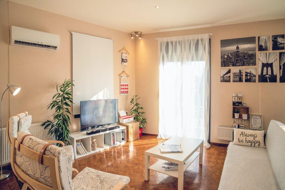 airbnb-apartment-chairs-1428348.jpg