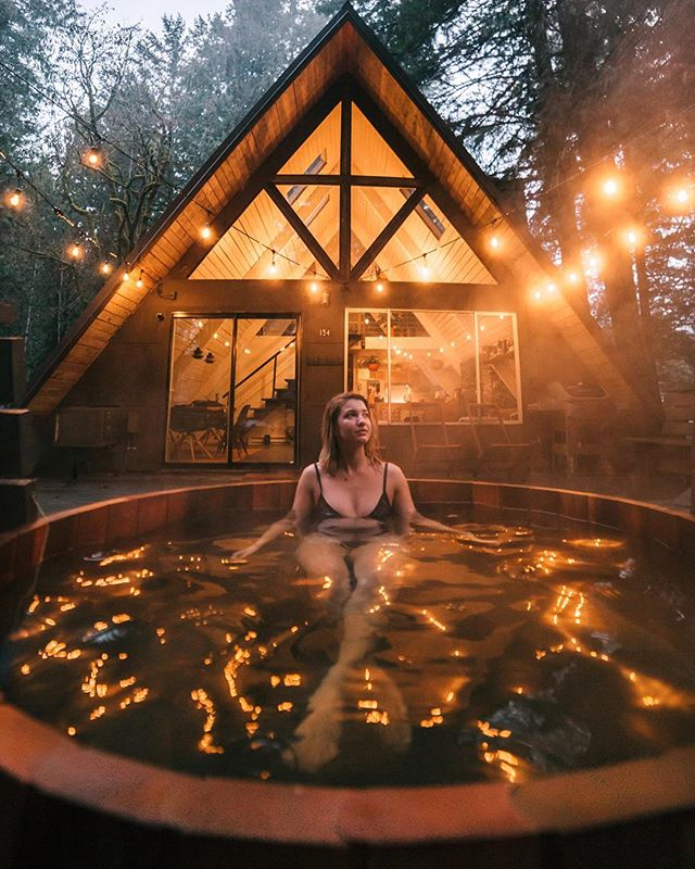 Cozy A-frame, steamy hot tub, fairy lights, foggy weather, maybe a lil snow. Nothing compares to that PNW mood. 🍃😌 ⠀ ⠀ ⠀⠀ ⠀ ⠀ ••••• Captured by @jguzmannn with my edits.