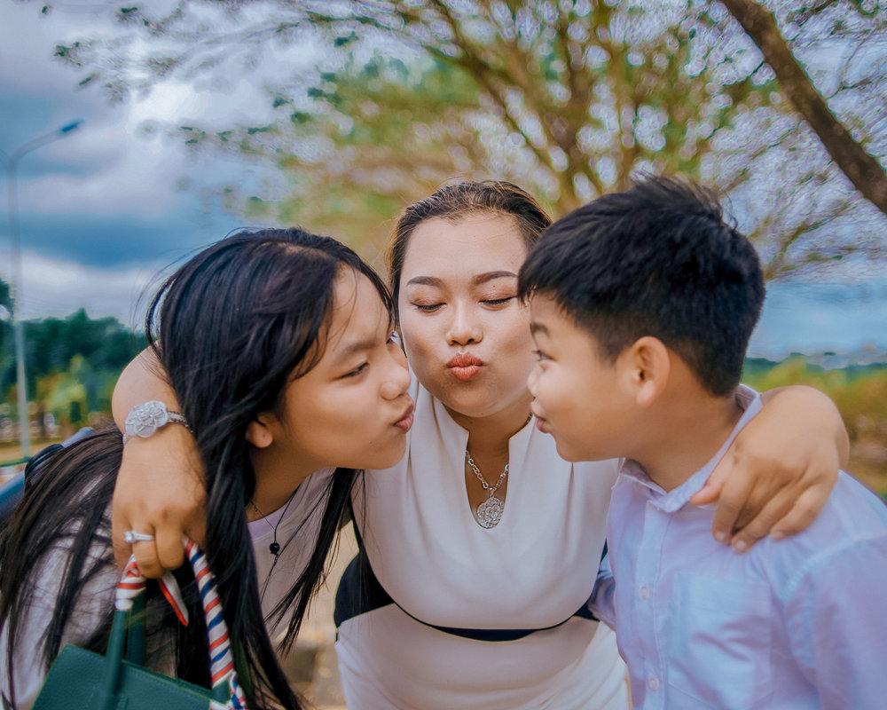 affection-daughter-daytime-1194392.jpg