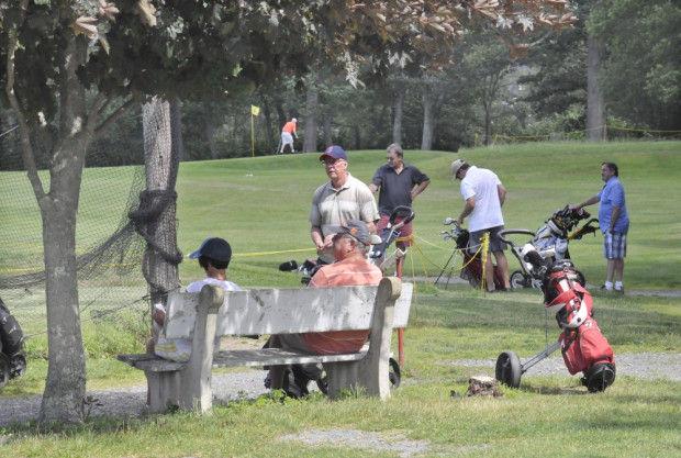 golfers waiting 2.jpg