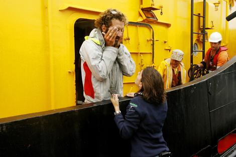 Ten months alone at sea … exhausted rower Alexandro Bellini arrives in Newcastle via tugboat. Photo:  Brock Perks