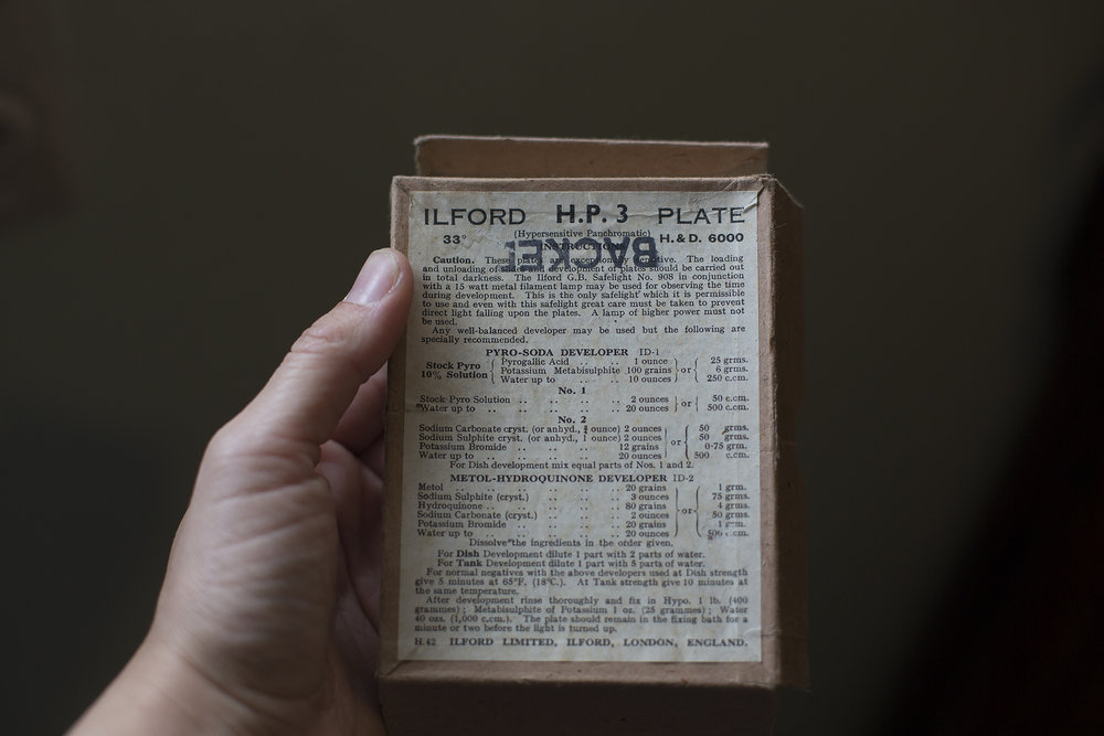Packaging for the photographic glass plates (1910)
