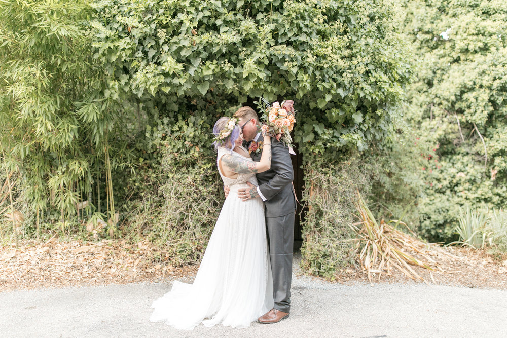 2017_wedding_edgy_bold_styled_shoot-35.jpg