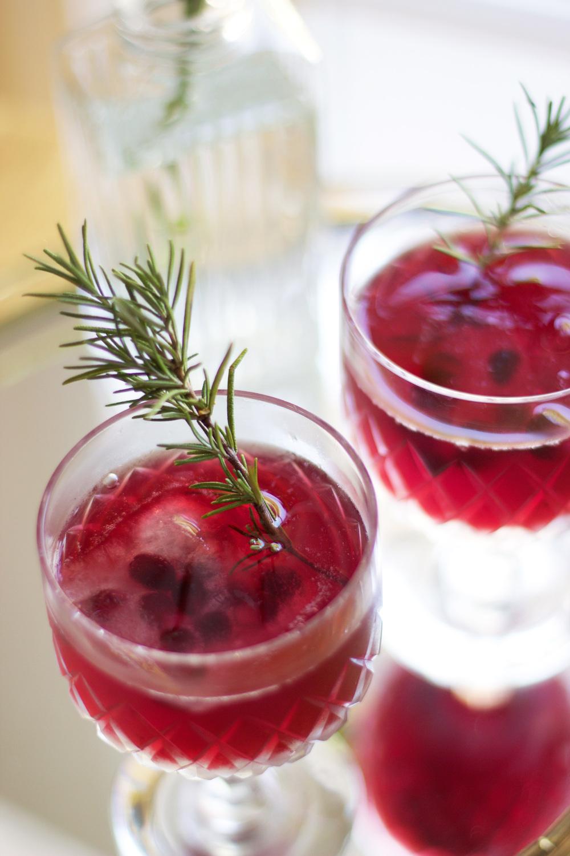Pomegranate Honey Rosemary Cocktail (www.withmichellekim.com)