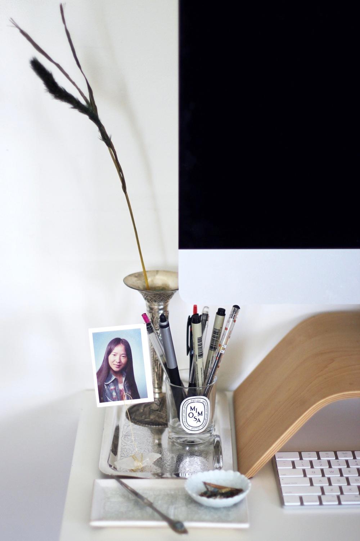 Desk vignette