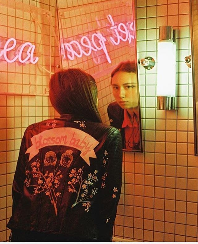 all the vibes via @sukebangang 📸 @juliettebby  #neons #embroidery #peachyzine #leather #tiles #fluorescent #bathroom #film #pink #ladies
