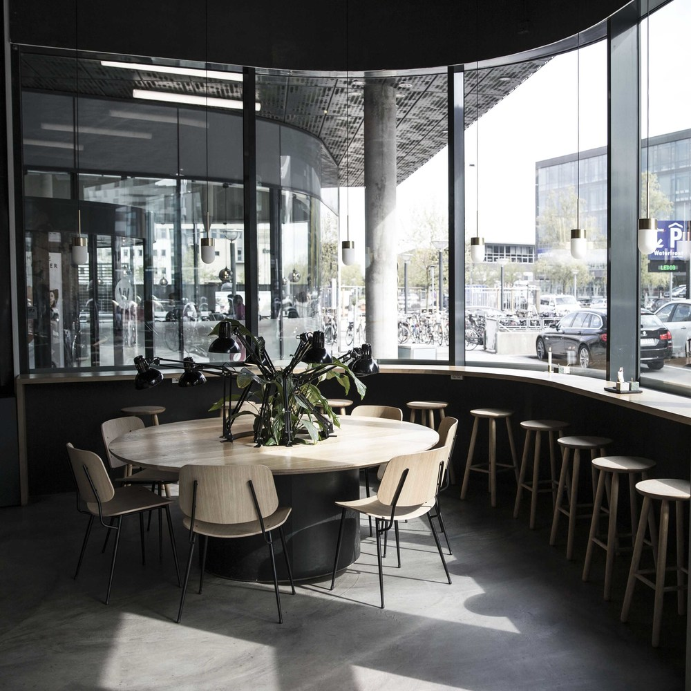 Seating corner at Palæo Copenhagen with light scandinavian furniture