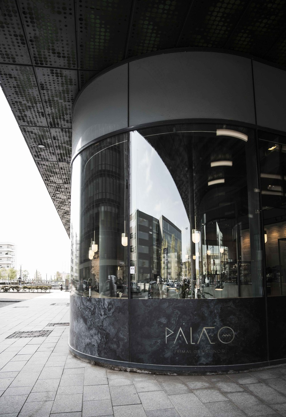 Picture of the facade of a palæo restaurant in Copenhagen