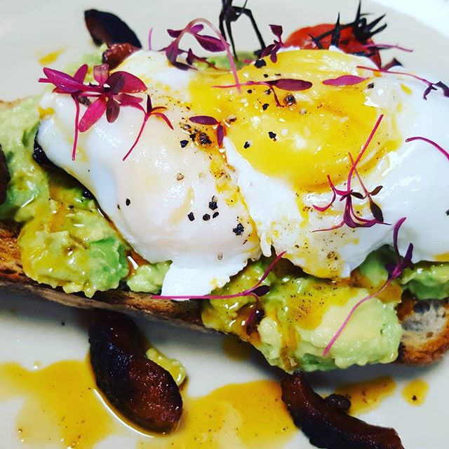 It might not be on the menu but dont be afriad to ask! #avocado #poachedeggs #eggs #breakfast #brunch #pickoftheday #foodporn #foodgasm #healthy #tasty #superfood #protein #london #enfield #winchmorehill #pubgrub #lifestyle #premium #foodart #2017