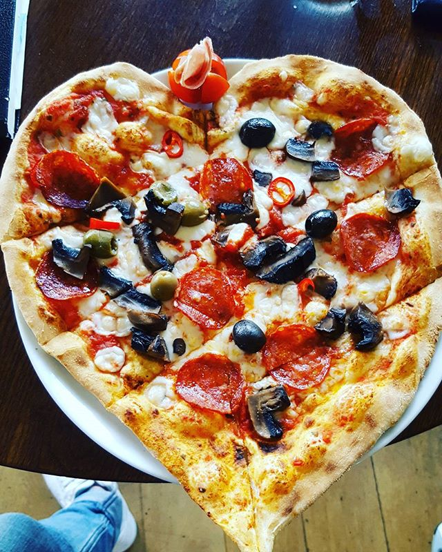 Love pizza! #love #pizza #chefsatwork #foodart #italian #instabeauty #pickoftheday #foodporn #foodgasm #pizzas #london #enfield #winchmorehill #publife #gastro