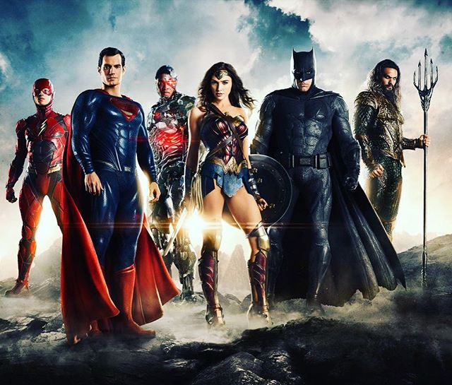 First group shot of my #justiceleague  #costume #superheroes at #comiccon !