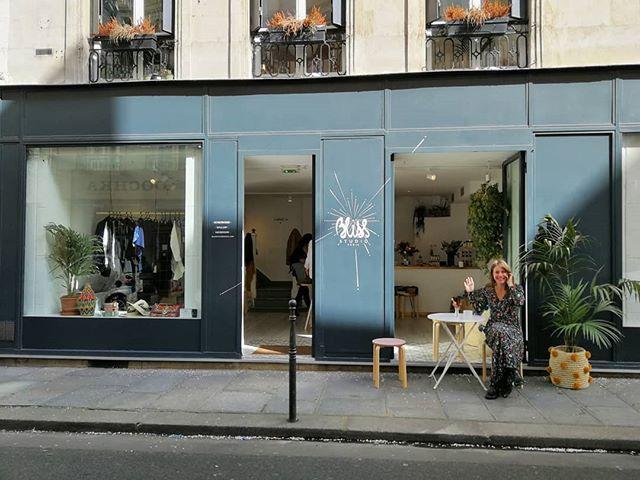 Ready 💛 Avec @sorato.fr @jerraflore @pierresetananas & @asamayaparis chez @blissstudioparis jusqu'à 19h aujourd'hui et tous les jours jusqu'au 15 Avril de midi à 19h 🌸 #luie #essentials #details #fabric #lace