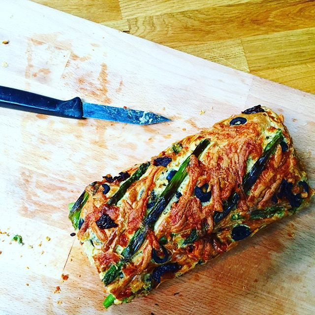 Asparagus, olive and sundried tomato loaf. 🍅🍞 #forte #baking #cooking #asparagus #olives #sundriedtomatoes