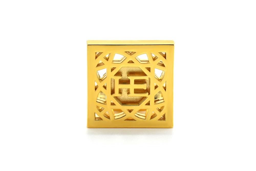 HE Cube Manschett – Guld pläterad 18K guld pläterade manschetter med stelt fäste.