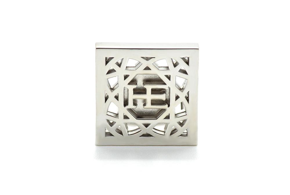 HE Cube Manschett - Silver Silver manschetter med stelt fäste.