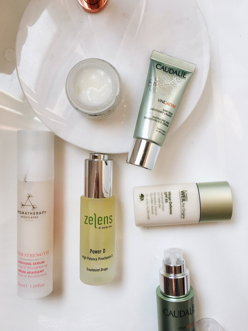 Anti-Pollution skincare is the latest beauty buzz and what everyone and every brand is talking about. Pollution levels in London are flying high and on the rise, making it imperative that we add anti-pollution products into our existing routine to ensure a healthy, youthful complexion is maintained.   - Along with routine, diet and UV rays, pollution plays a huge factor in our skins health, appearance and survival. Us city goers who live, sleep and breathe in the London pollution are exposing our skin to free radicals, pollutants and environmental aggressors each day, causing dehydration, premature ageing and a tired, dull, fatigued complexion. Below are my five best anti-pollution products for prevention and cure...