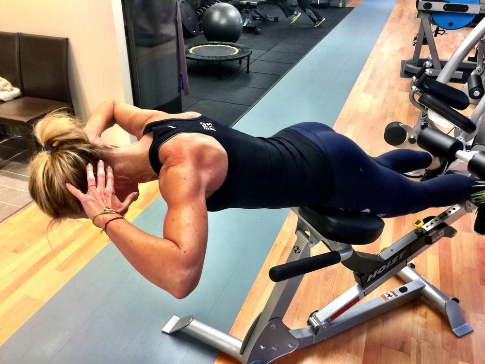脊椎伸展により痛みが軽減するクライアントのエクササイズ