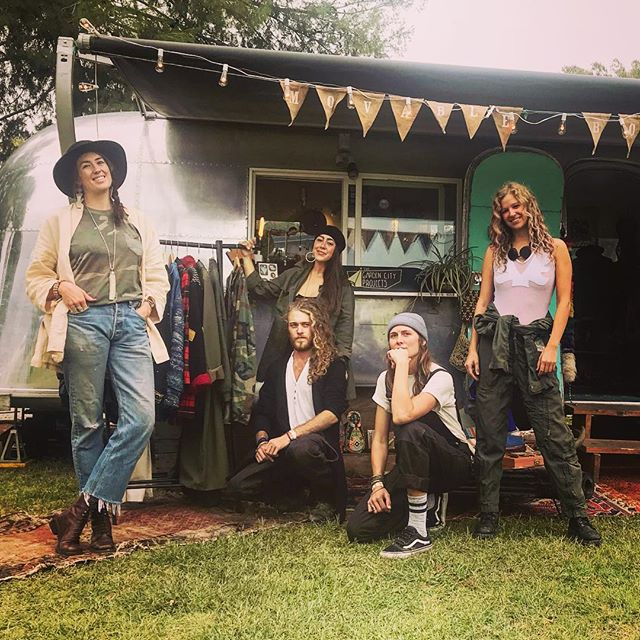 So grateful for these humans 🙏🏼🌵 #desertdaze2018 #themobo #queensandking #mobolove #vintage #silverbullet #airstream