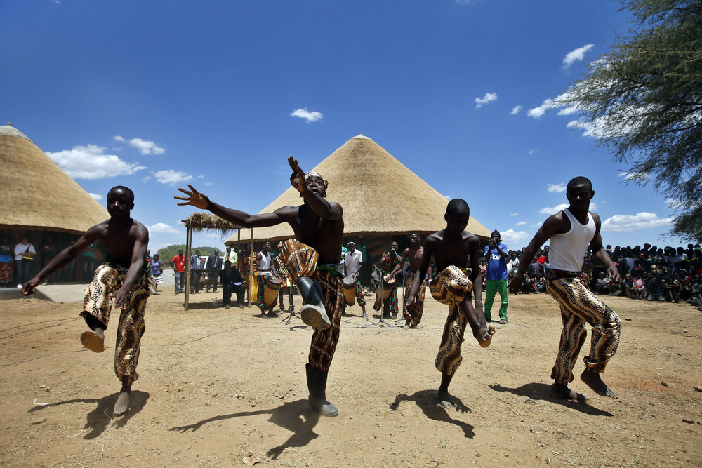 mumuni-o-dance-4-guys.jpg