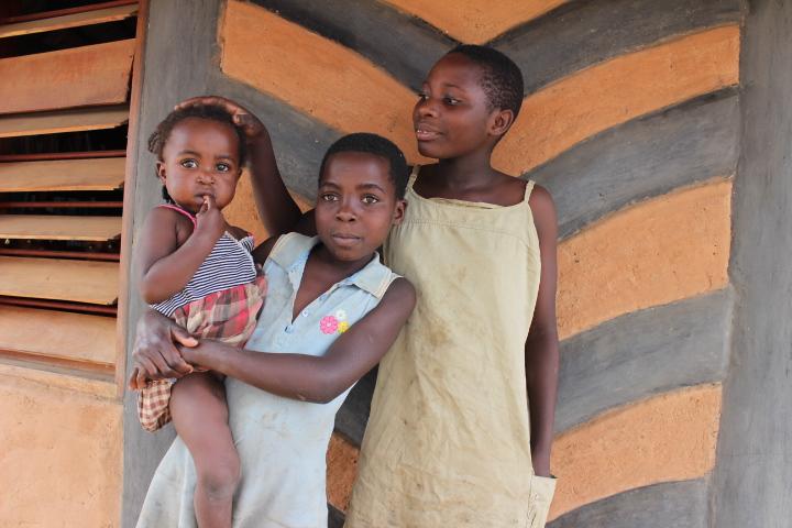 mumuni-girls-in-front-of-library.jpg