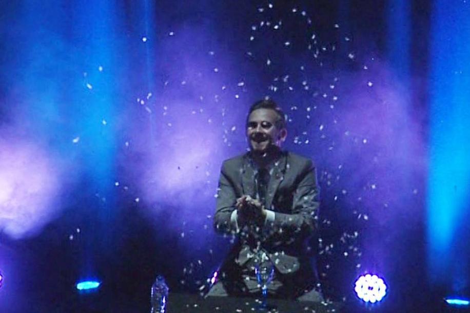 professional-magician-in-Harpenden.jpg