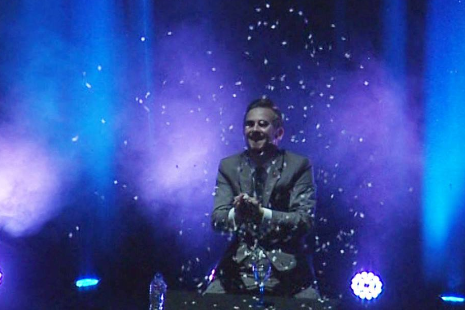 professional-magician-in-Warwickshire.jpg