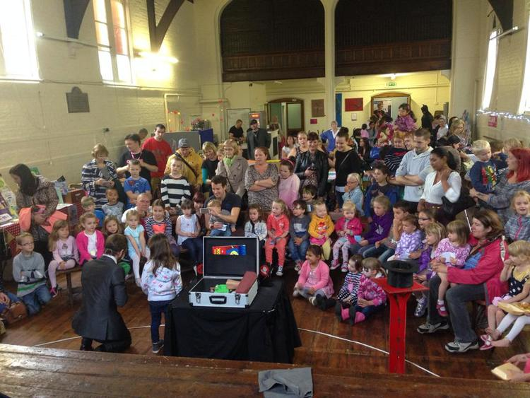 close-up-magician-in-Harpenden