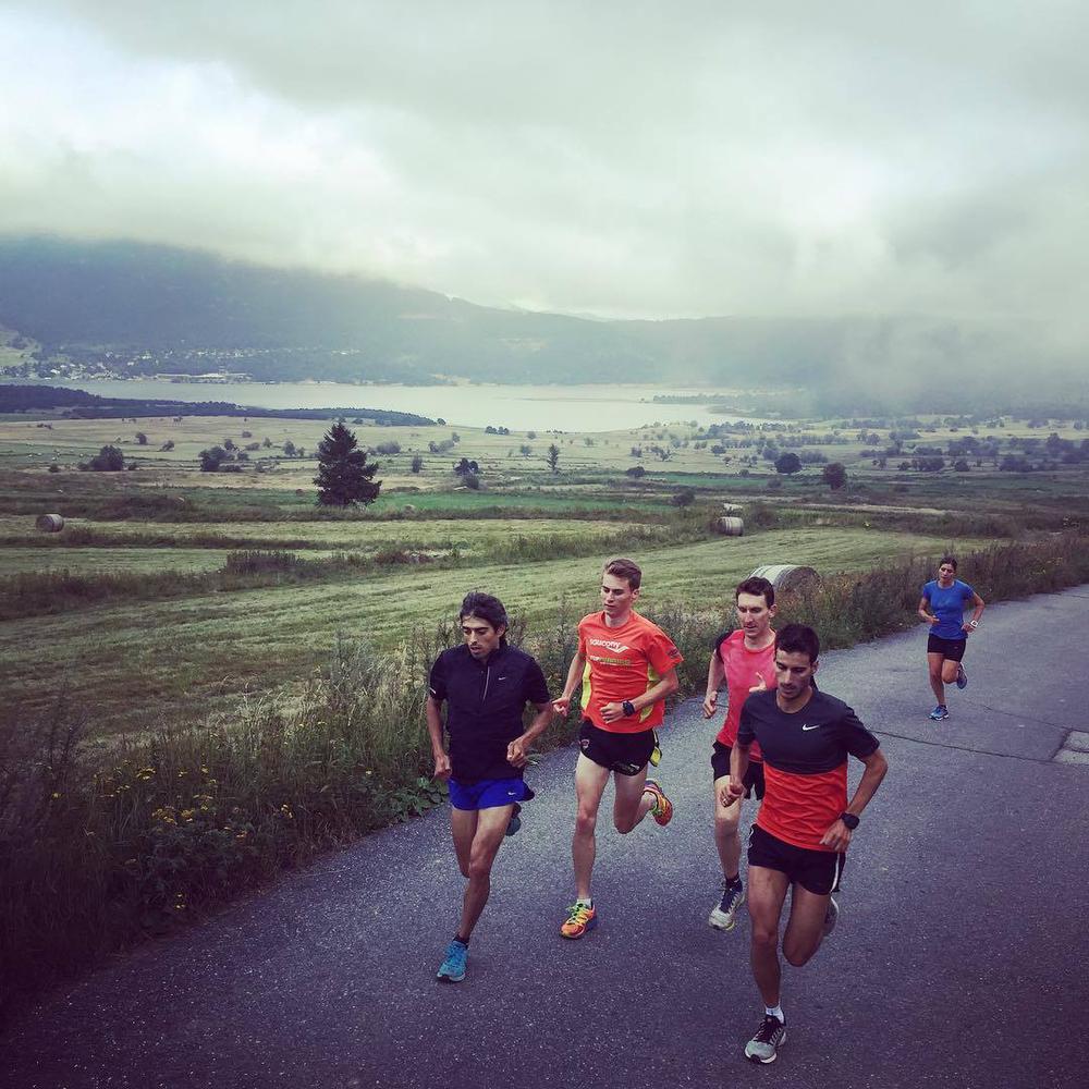 Bergauf-Lauf mit Mario Mola Díaz, Joao Pedro Silva und Marten van Riel...